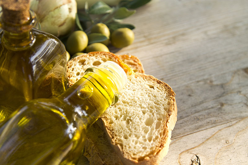 Olivenöl und Brot