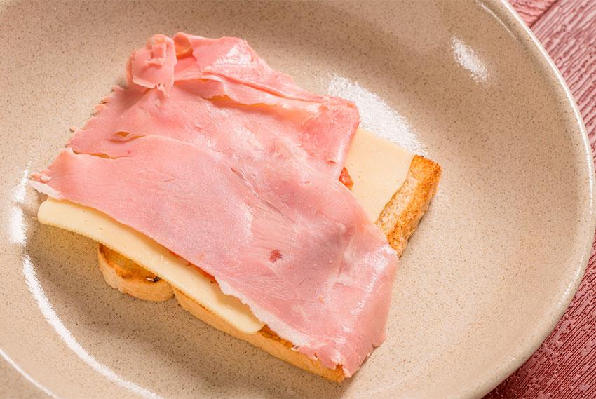 Francesinha Sandwich 2