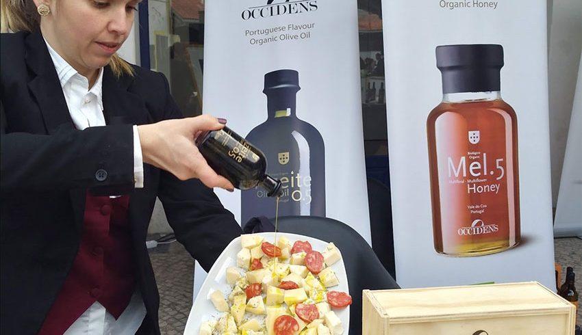 Olivenöl der Extraklasse und Bio zertifizierter Rotwein-Essig