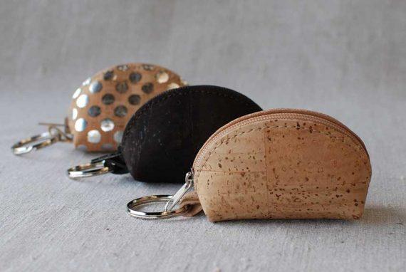 Schlüsselanhänger mit Münztäschchen aus Kork