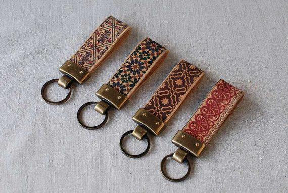 Schlüsselanhänger mit traditionellem Muster